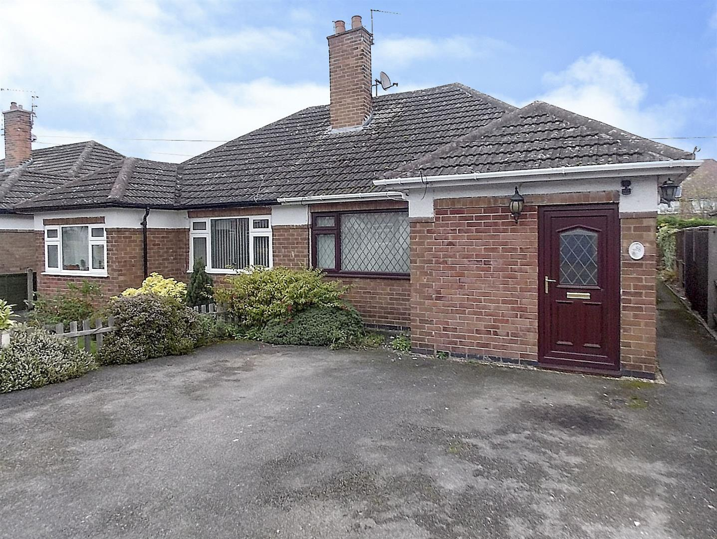 2 Bedrooms Semi Detached Bungalow for sale in Briar Gate, Long Eaton